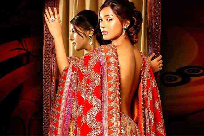 Backless choli is to be worn in wedding follow this skincare tips