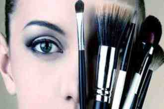 Your makeup kit is incomplete without these 5 makeup brushes