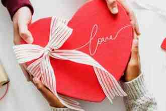 Valentine's Day Which color gift will give success in love relationship